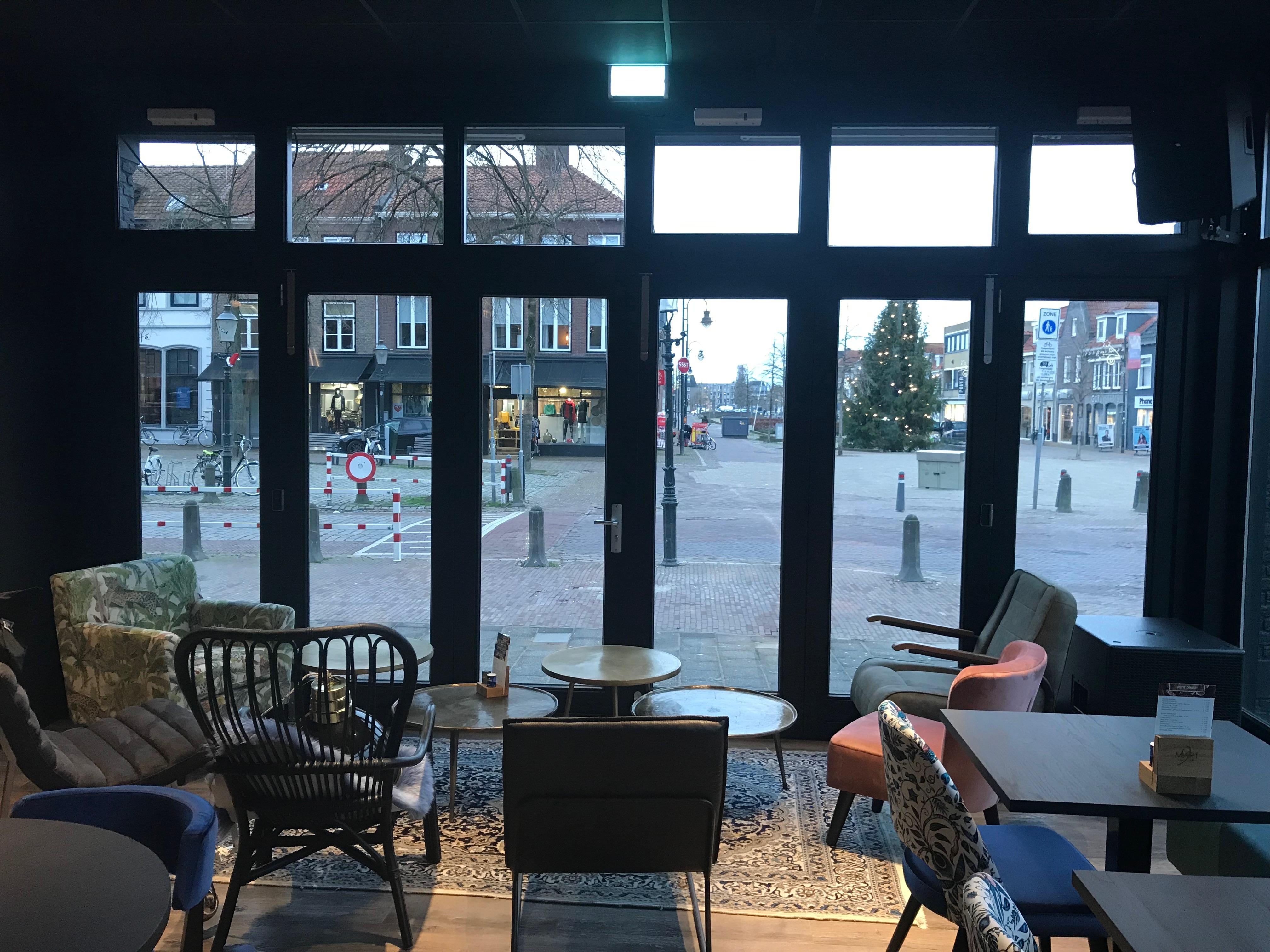 Grand Café Mart 9